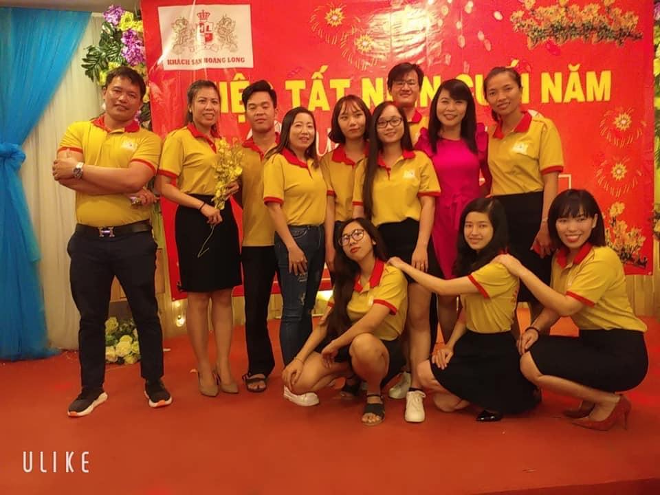 Hình ảnh đồng phục họp lớp gam màu vàng phối viền cực đẹp